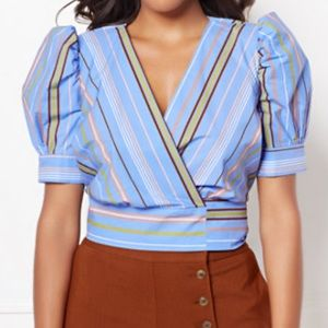 NYC Cropped Wrap Top